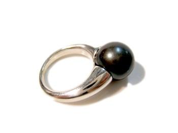 Anillo plata y perla shell negra