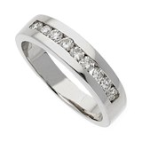 RING MADE IN WHITE GOLD WITH A CENTRAL BAND OF 9 BRILLIANT-CUT DIAMONDS OF 0.50 KTS, SIZE 14(IS)