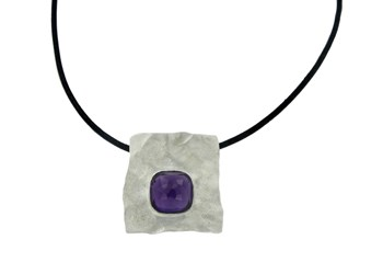 SILVER PENDANT WITH AMETHYST STONE