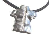 Pendant in silver from the collection of dualities. 5.25 x 5.50 cm FP C12 - P Fili Plaza FP C12-P