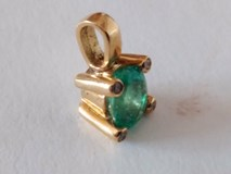 PENDANT EMERALD / DIAMONDS IN GOLD 18-KARAT