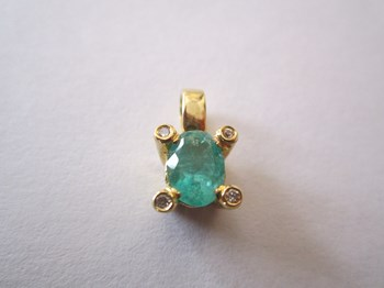 Pendant Emerald and brilliant