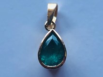 PENDANT EMERALD AND 18K GOLD