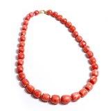 COLLIER DE CORAIL ORANGE BARRILOTO, AVEC DES MOTIFS EN OR 18 KT CRESBER