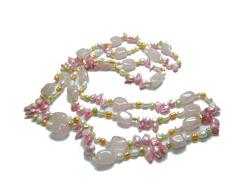 NECKLACE OF COLORED BEADS AND PINK QUARTZ