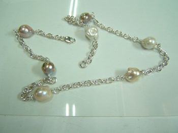 Collar plata y perlas.
