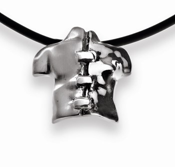 Pendant in silver from the collection of dualities. Dimensions: 4 cm x 5.5 cm FP C13 - P Fili Plaza FP C13-P
