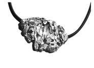 Pendant in silver of the erosion collection. Dimensions: 5.5 cm x 3.5 cm FP C01 - P Fili Plaza FP C01-P