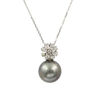CHOKER WITH PENDANT IN THE SHAPE OF FLOWER MADE FROM WHITE GOLD 750 THOUSANDTHS (18KT) WITH 9 DIAMONDS