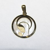 Medalla comunion virgen niña oro de 18ktes y nácar. Never say never