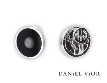 OUTSTANDING DANIEL VIOR 716280