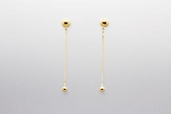 Pendientes colgantes fabricados en oro amarillo de 18 quilates con bolitas y cierre de presión