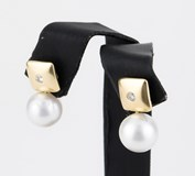 EARRING WITH CHATONES SQUARE MADE IN YELLOW GOLD-750 THOUSANDTHS (18 KT) WITH 2 DIAMONDS