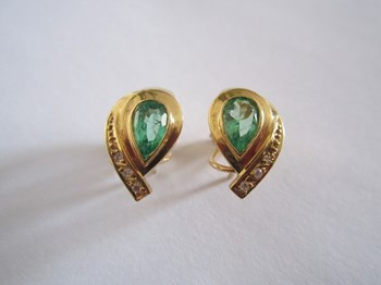 EARRINGS OF EMERALDS AND BRILLIANT DIAMONDS