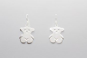 EARRINGS IN STERLING SILVER WITH A TEDDY BEAR DESIGN.