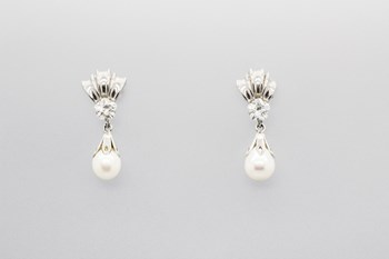 EARRINGS MADE OF WHITE 18-KARAT GOLD WITH STONES AND FRESHWATER PEARLS