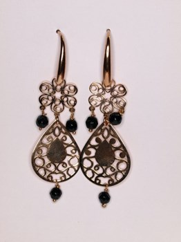 Onyx and filigree earrings