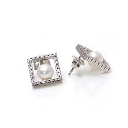 Pendientes  Oro Blanco 18 kt con Brillantes 0,30 ct, y perlas de 6.5-7 mm. Cresber