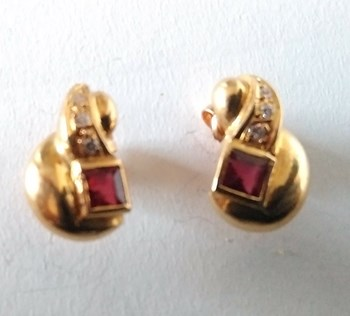 EARRINGS OF RUBIES AND DIAMONDS IN 18K GOLD