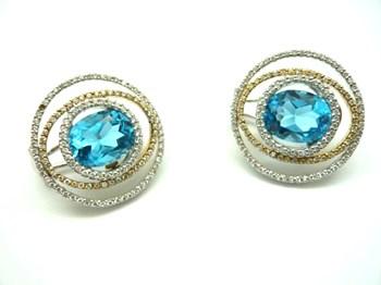 Blanc de boucles d\'oreilles, or jaune et diamants P1400727