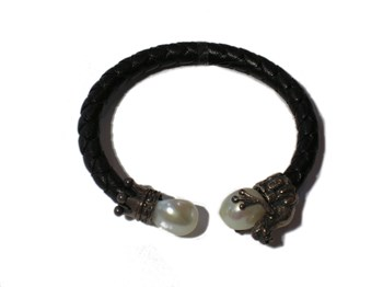 LEATHER SILVER AND PEARL BRACELET