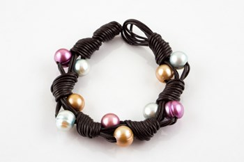 Bracelet leather and multi color cultured pearls