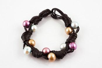 Pulsera cuero y perlas cultivadas multicolor