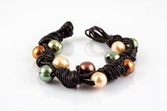 Multicolored leather and cultured pearl bracelet