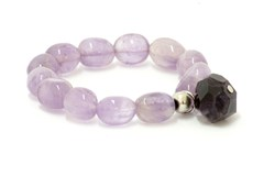 ELASTICATED WRIST OF AMETHYST LAVENDER AND CHARMS PU143 PATRICIA GARCIA