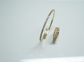 COMBO SET OF RING AND BRACELET MADE OF WHITE GLASS