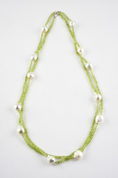 LONG NECKLACE OF PERIDOT AND CULTURED PEARL BAROQUE 15-3309