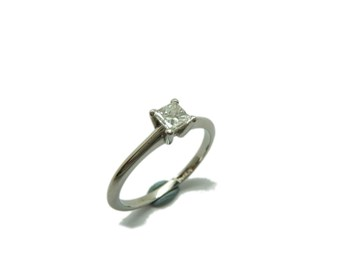 Solitaire ring Platinum and diamond Princess