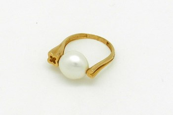 CULTURED PEARL GOLD RING