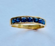 RING WITH SAPPHIRES IN 18K GOLD