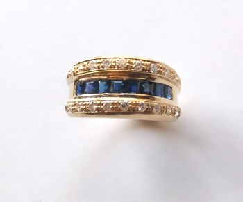 RING OF SAPPHIRES AND DIAMONDS IN 18K GOLD