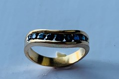 RING OF SAPPHIRES AND 18K GOLD