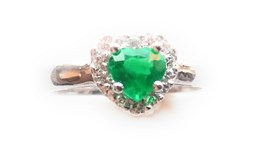 RING EMERALD AND SHINY GOLD 18 K
