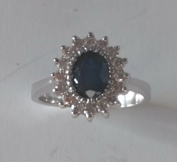 RING SAPPHIRE AND DIAMONDS IN 18K GOLD